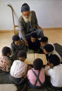 yemeni-jewish-children-studying
